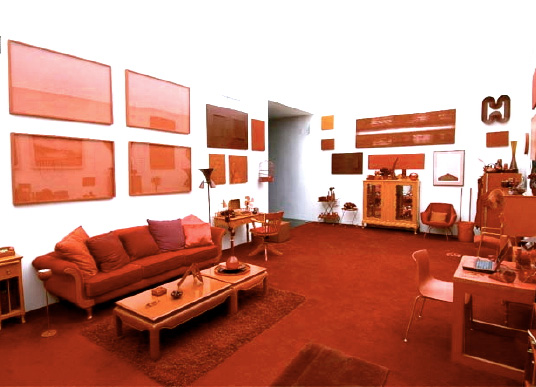 red-monochromatic-room